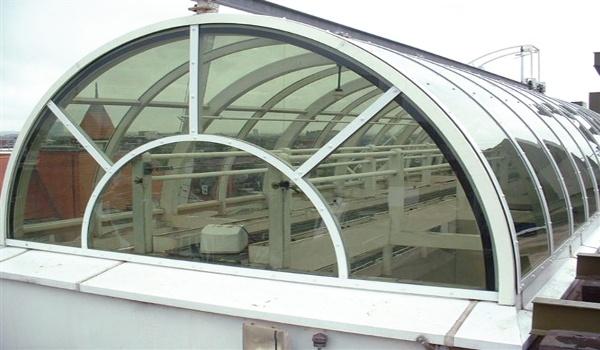 Coperture - Struttura semicircolare di copertura in policarbonato compatto