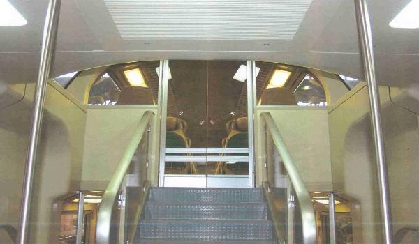 Treni -Rivestimento interni in policarbonato compatto