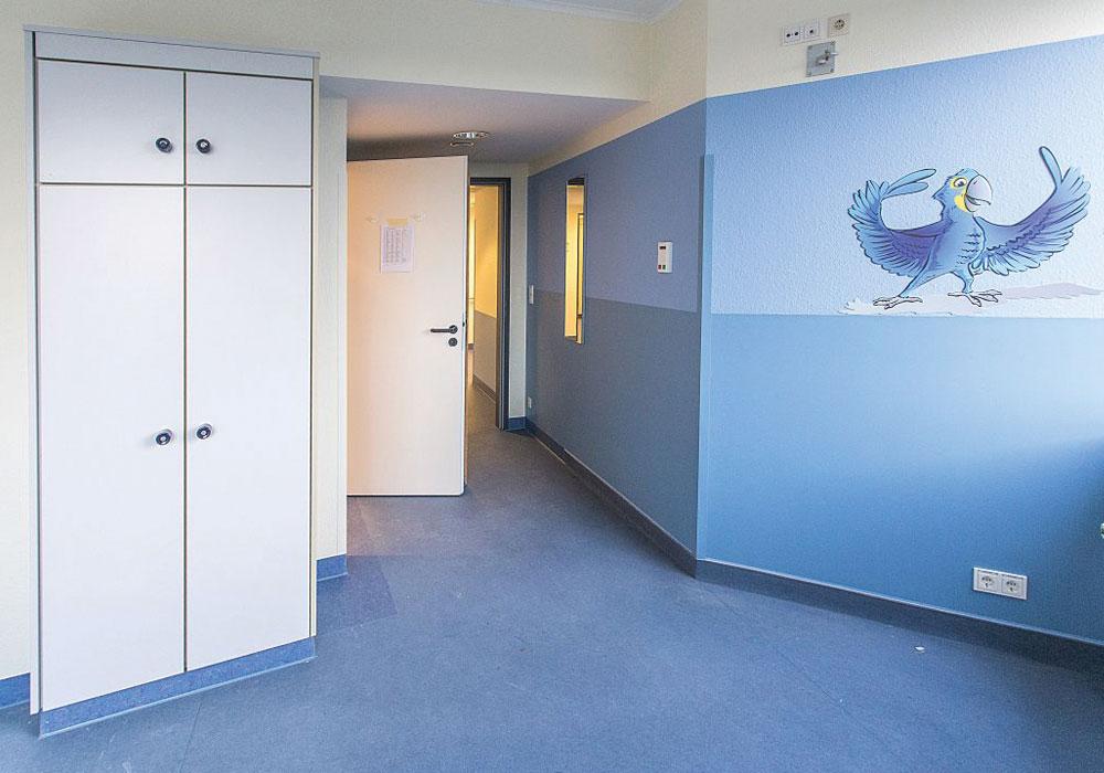 pvc-compatto-rivestimento-pareti-ospedali