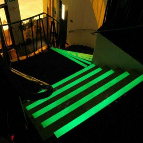pellicola-nastro-adesiva-luminescente-fosforescente-si-illumina-al-buio